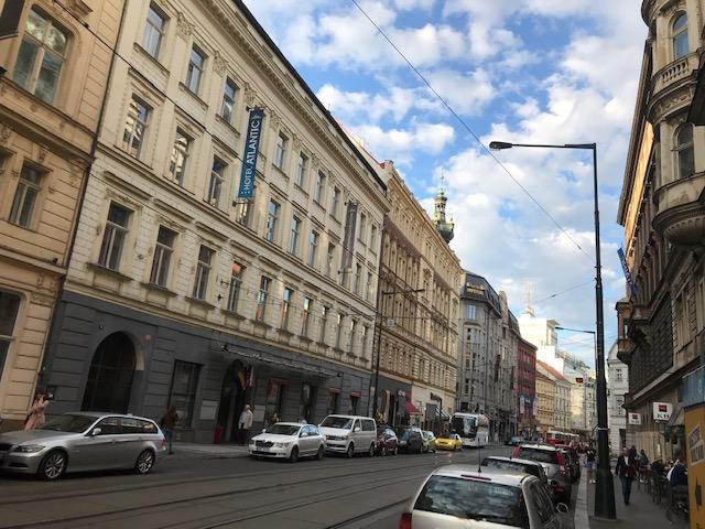 プラハでの研修スタート